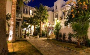 Charm beach hotel bahçe